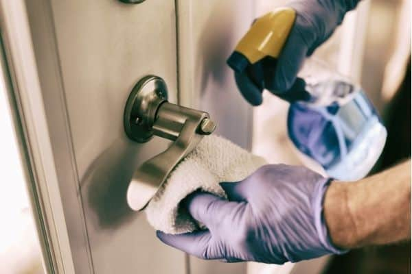 clean door knob 1