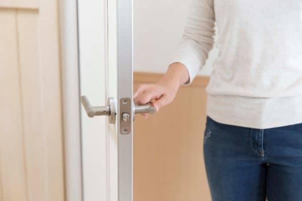 how to clean door knobs