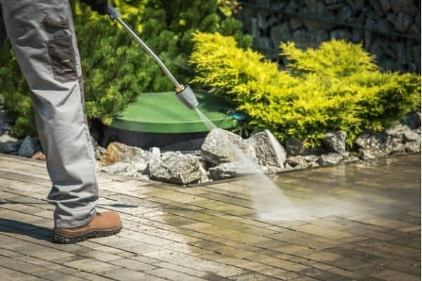 using pressure washer in garden 1