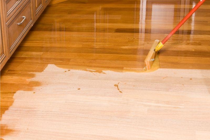 applying polyurethane to wood floors