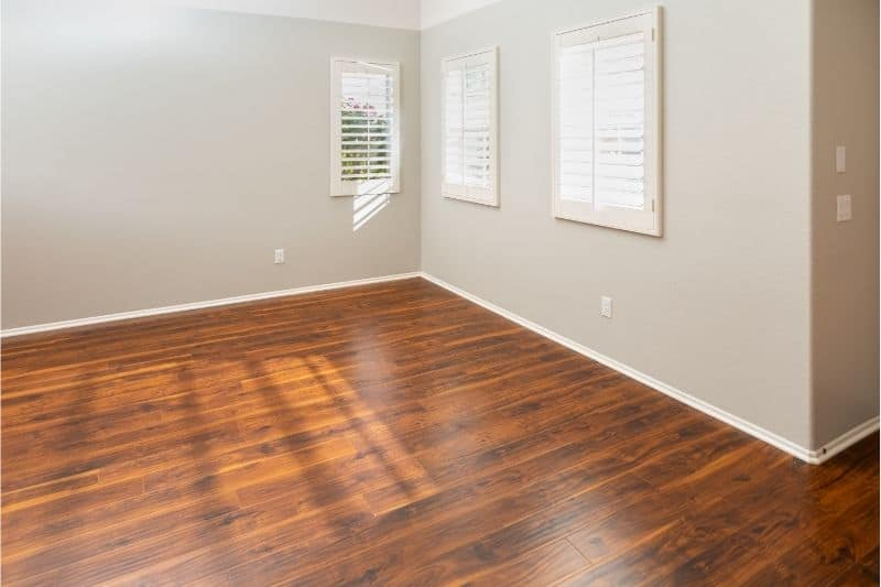 can laminate floors be stained