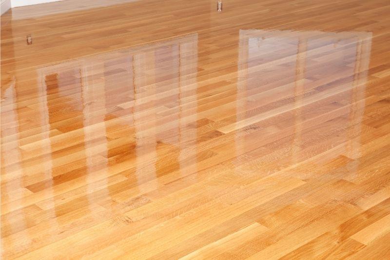 how many coats of polyurethane for hardwood floors