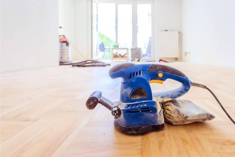 sanding polyurethane floors between coats