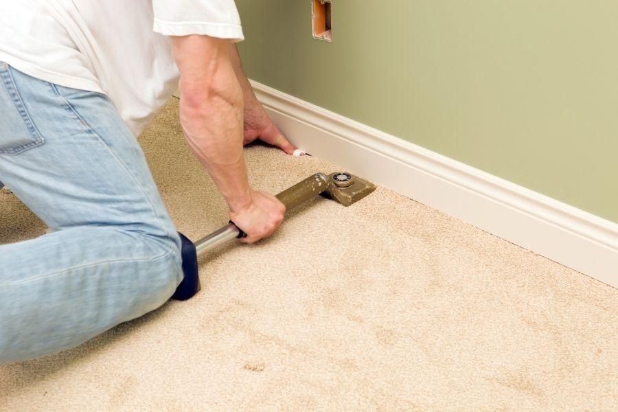 stretch the carpet